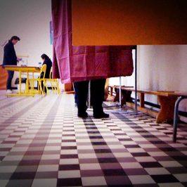 Les modalités d'organisation du vote électronique décidé par l'employeur sont précisées par un décret
